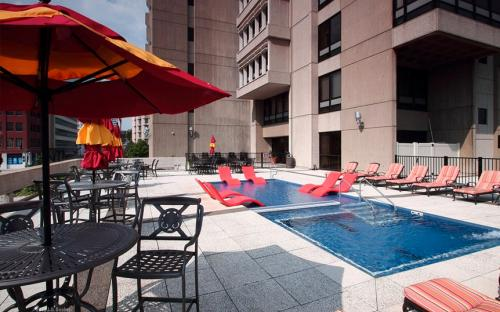 Corporate Housing Missouri - Pointe 400, Downtown. Pool Area (Photo provided). St. Louis Corporate Housing.