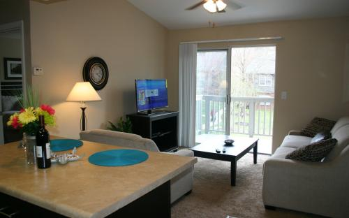 Corporate Housing St. Louis, Reflection Cove One Bedroom Apartment, Living Area