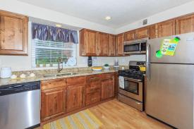 The District Apartments - Upgraded (Deluxe) Kitchen - St. Louis Corporate Housing (Photo provided)